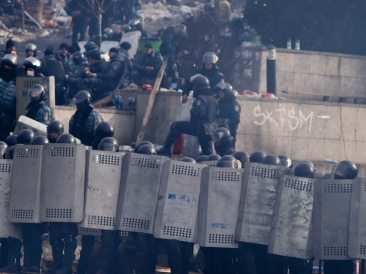 Troops form a phalanx against protesters in Kiev