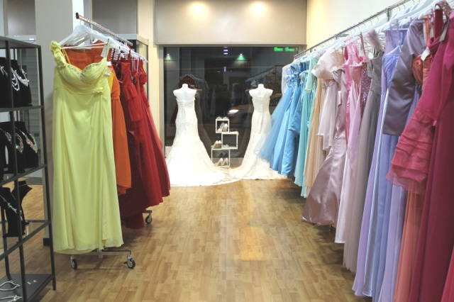 Sposae features customizable bride and bridesmaids gowns.
