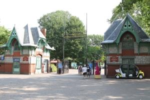 Philadelphia_Zoo_entrance,_Philadelphia,_Pennsylvania,_USA-27June2010 copy