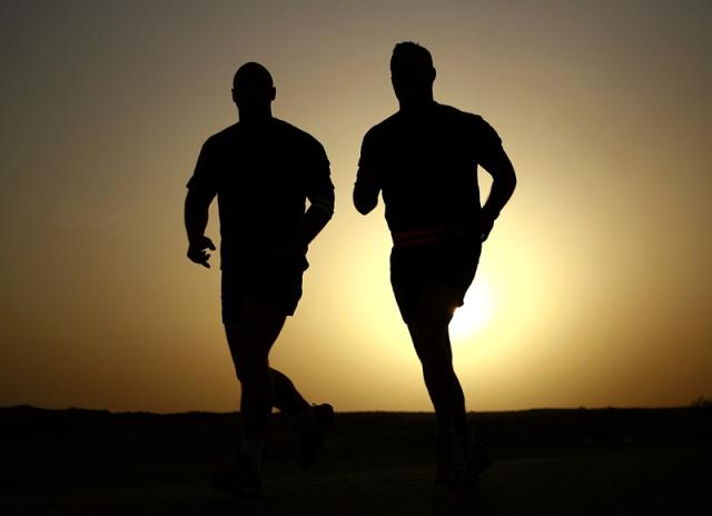 runners-sun-sized