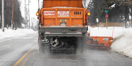 road-salt-dump-truck-530